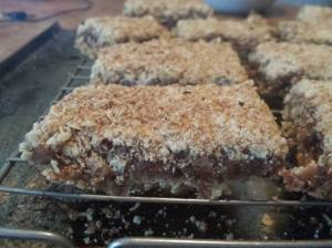 applesauce date oat bars